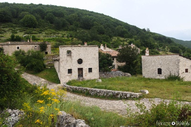 La chiesa delle pagliare di Tione, L'Aquila, Abruzzo