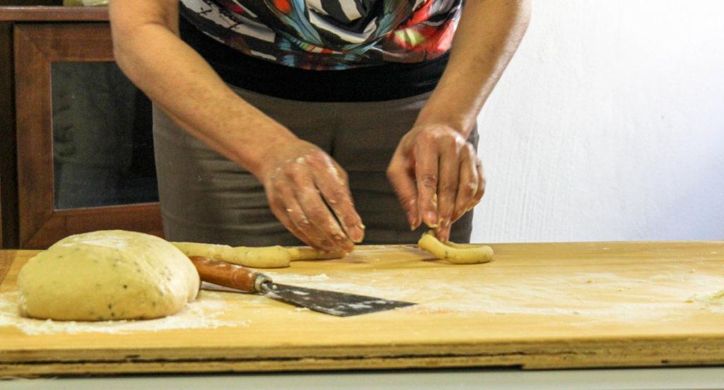 Preparazione delle ciambelle di San Biagio
