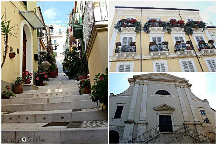 I gradini di Via Calvario, un palazzo con i balconi fioriti e la Chiesa di S. Maria Maggiore a Casoli, Chieti, in Abruzzo